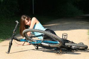 Die Folgen eines Freizeitunfalls lassen sich mit privater Unfallversicherung absichern.