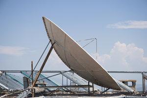 Ein Receiver wandelt die Satelliten- oder Kabel-Signale für das TV-Gerät um.