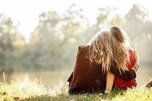 Kuscheln ist wunderschön - auch in Freundschaften.