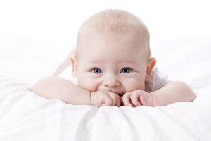 Auch Babys müssen lernen, zu vertrauen.