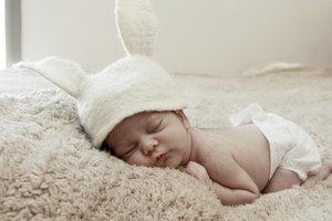 Babys benötigen noch häufig eine Mütze.