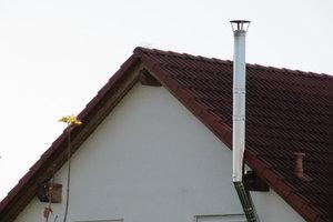 Edelstahlschornstein können an Dachkanten vorbeiführen.
