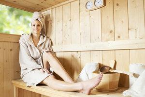 Die Sauna kann sich positiv auf die Menstruation auswirken.