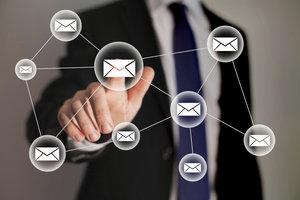 Jede E-Mail im Mitarbeiter Account kann privat sein.