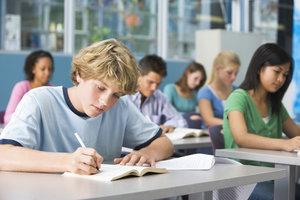 Inhaltsangaben und Nacherzählungen schulen den differenzierten Umgang mit Texten.