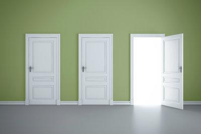 Zufallende Türen sind oft mit wenigen Handgriffen repariert.
