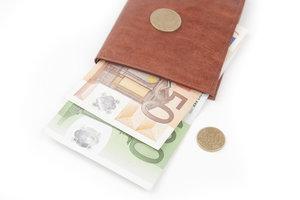 Sie können sich Ihr Gehalt in bar oder per Überweisung auszahlen lassen.