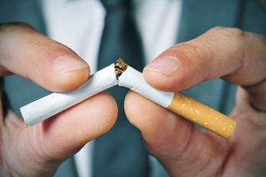 Der Tabak in einer Zigarette und der inhalierte Rauch haben eine schädigende Wirkung auf den Körper.