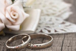 Nach der Heirat Krankenversicherungen prüfen und aktualisieren