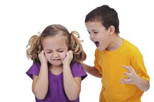 Kleinkinder setzen sich anders zur Wehr als Erwachsene.