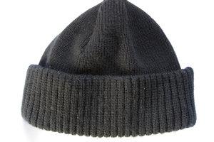 Eine Kappe, gestrickt für den modebewusten Herrn.