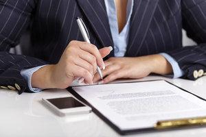 Auch ein Online-Kreditantrag muss persönlich unterschrieben werden.