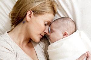 Ruhe, Nähe, Geborgenheit - das brauchen Säuglinge, um sich altersgerecht entwickeln zu können