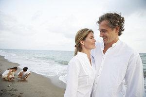 Ein gemeinsamer Urlaub mit Kind und Freund kann den Plan des Zusammenziehens besiegeln.