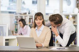 Wenn der Chef besonders aufmerksam ist, ist das nicht immer angenehm.