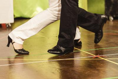 Die Tanzschritte aus Pulp Fiction können Sie sich selbst beibringen.