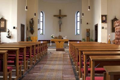 Für Angestellte in der Kirche und kirchlichen Einrichtungen gelten besondere Kündigungsregeln.
