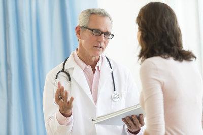 Ärzte dürfen eine Überweisung aus mehreren Gründen verweigern.