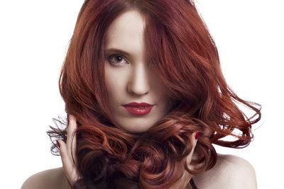 Rote Haare sind auffällig und selbstbewusst.