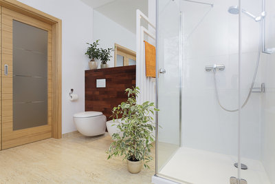 Eine Duschkabine ist praktisch und kann selbst eingebaut werden.
