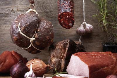 In Fleisch und Wurst ist Arachidonsäure enthalten.