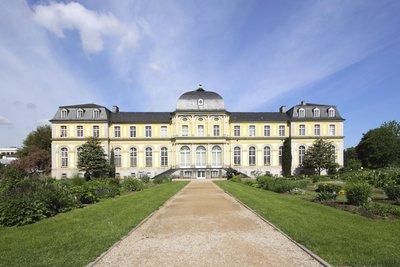 Der Barock zeichnet sich durch prachtvolle Herrenhäuser und Kirchen aus.