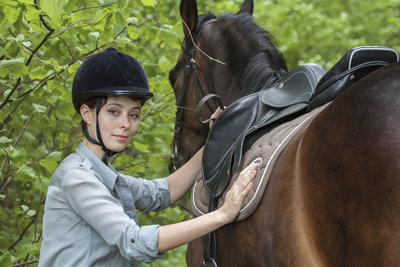 Sanftes Aufsteigen schont den Pferderücken.