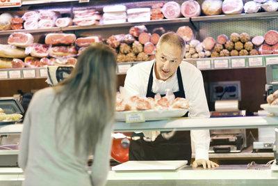 Fragen Sie beim Metzger nach, ob Wurst ohne Konservierungsstoffe erhältlich ist.