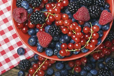 Mit vitaminreichen Beeren können Sie sich gesund ernähren.