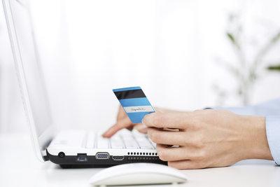 Bei PayPal können Sie einfach mit Kreditkarte zahlen.