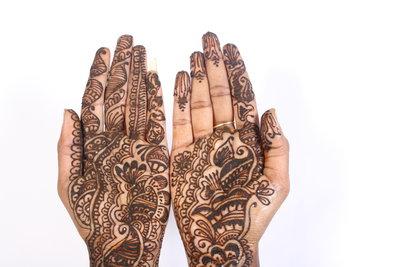 Der Henna-Abend entstand aus verschiedenen Bräuchen