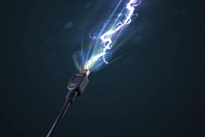 Der Strom dringt nicht nur über den Netzstecker in den Computer ein.