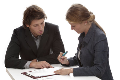 Prüfen Sie den Arbeitsvertrag besser vor Ort als zu Hause.