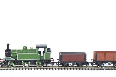 Wagen von PIKO fahren auch auf Märklingleisen, bei Loks wird es kompliziert.