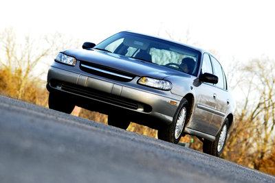 Auch mit Grundsicherung dürfen Sie unter bestimmten Umständen ein Auto besitzen.