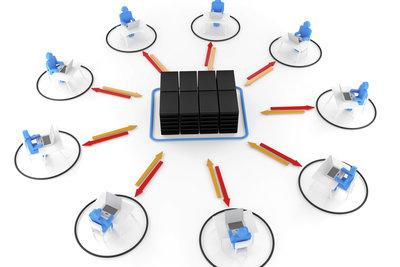 Ein Peer to Peer-Netzwerk schließt mehrere Arbeitsrechner zusammen.