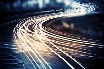 Die Lichtgeschwindigkeit ist zu schnell, um schneller zu sein.