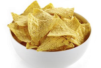 Die kleinen dreieckigen Chips eignen sich als Basis für Aufläufe.