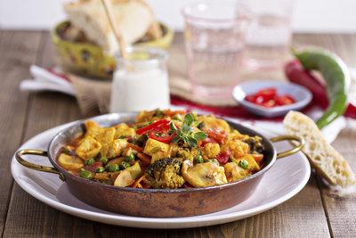 Veganer Eintopf schmeckt auch mit Tofustückchen anstelle von Fleisch