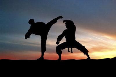 Kampfsport trainiert die Reaktion.