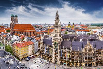 Der Marienplatz in München lockt viele Besucher an.