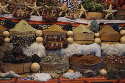 Ras el-Hanout ist eine intensive, süß-bitter-scharfe marokkanische Gewürzmischung.