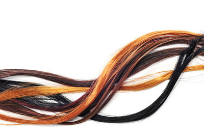 Haarteile zum Anklipsen gibt es in annähernd jeder Haarfarbe.