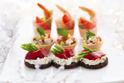 Unterschiedliche Brotsorten und Beläge bieten Abwechslung auf dem Buffet.