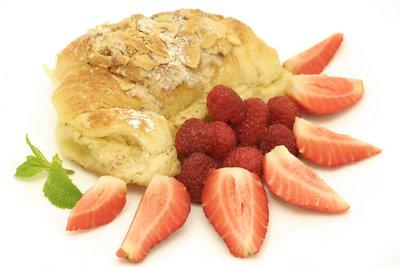 Zu süßen Quarktaschen passen als Beilage  frische Früchte.