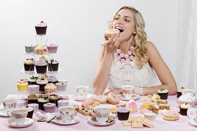 Übermäßiger Zuckerkonsum führt im Laufe der Jahre zu Diabetes mellitus.