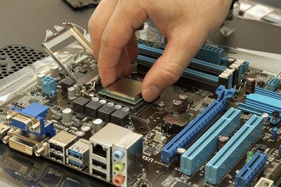 Mainboard und Prozessor, wichtige Bestandteile eines Computers.