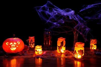 Für Halloween-Kinderpartys sind schaurige Dekoideen gefragt.
