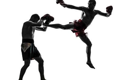 Mehr Techniken als das Kickboxen bietet das traditionelle Thaiboxen.