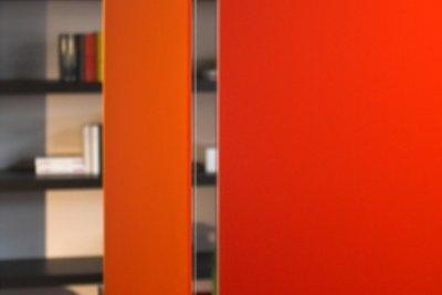 Farbe wertet auch einen einfachen Raumteiler optisch auf.